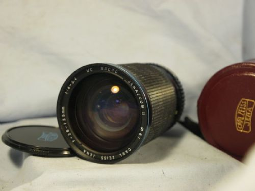 '    28-135mm CARL ZEISS CASED ' Carl Zeiss 28-135mm  Zoom Macro Lens Cased -DIGITAL COMP- £29.99